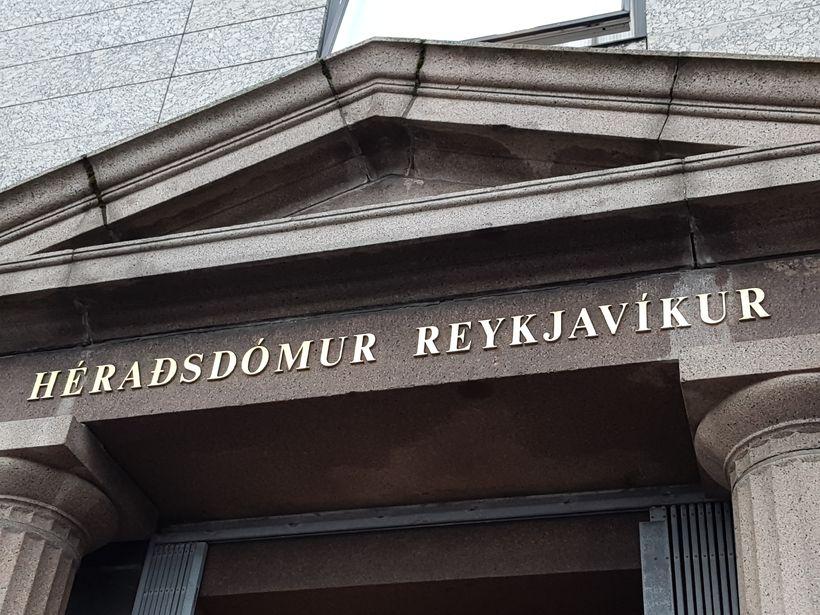 Mennirnir voru ekki sammála um það fyrir dómi hver hefði ...