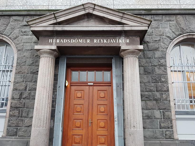 Héraðsdómur Reykjavíkur dæmdi manninn í 5 mánaða fangelsi fyrir ofbeldi ...