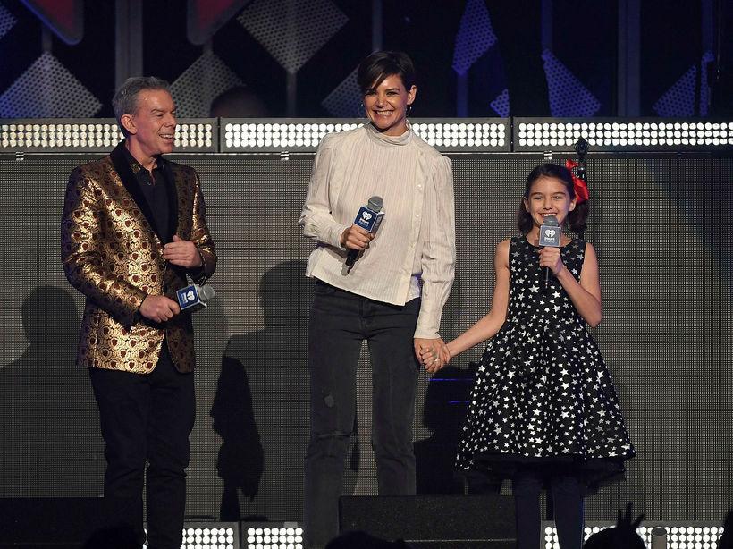 Kynnarnir Elvis Duran, Katie Holmes og Suri Cruise.