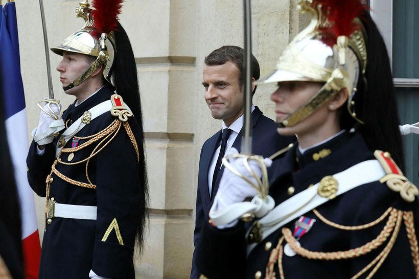 Emmanuel Macron sætir gagnrýni fyrir staðarval vegna fertugsafmælisveislu sinnar.