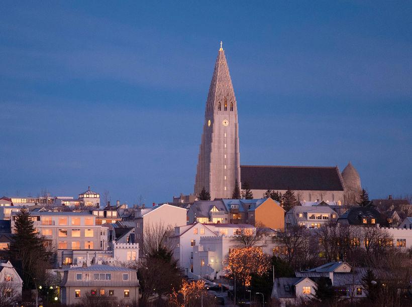 Vísitala íbúðaverðs hækkaði um 3,3% í mars en áður var …