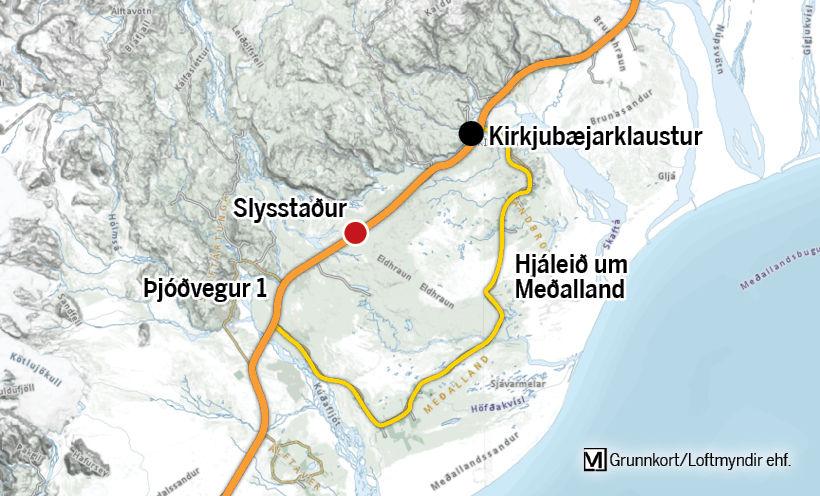 Slysið varð vestan af Kirkjubæjarklaustri rétt fyrir hádegi í dag.
