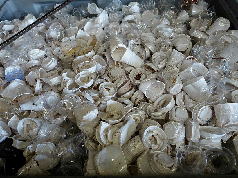 Árlega hafa Bretar flutt um 500 þúsund tonn af plastúrgangi ...