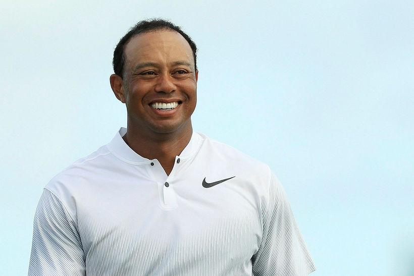 Tiger Woods var kátur á golfvellinum í dag.