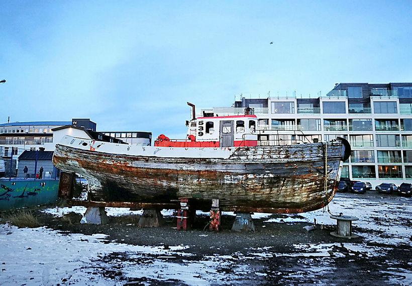 Haki hefur um margra ára skeið staðið óvarinn í Vesturbugt.