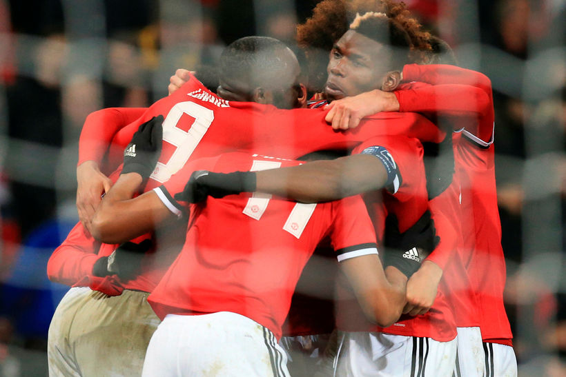 Leikmenn Manchester United fagna marki.