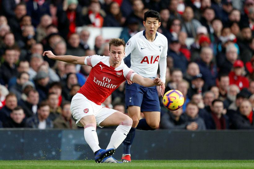 Rob Holding í leik með Arsenal gegn Tottenham um síðustu ...