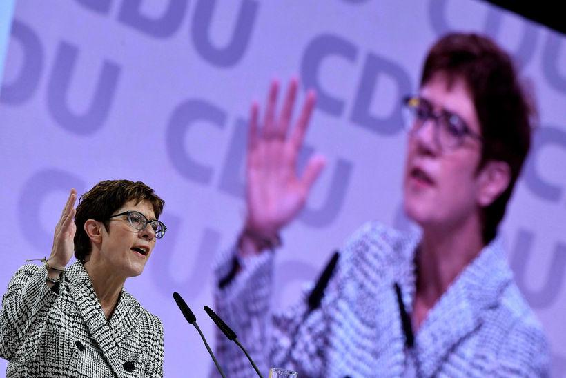 Í ræðu sinni gaf Merkel í skyn að hún hyggst ...