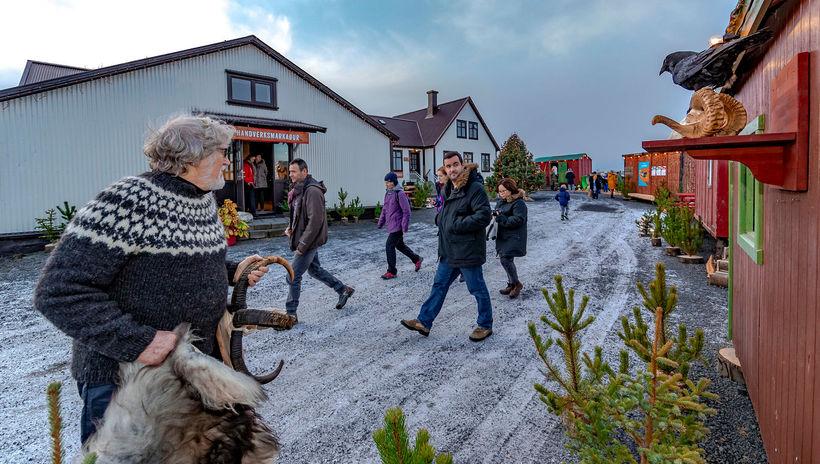 Notaleg stemning í jólamarkaðnum í Heiðmörk í gær.