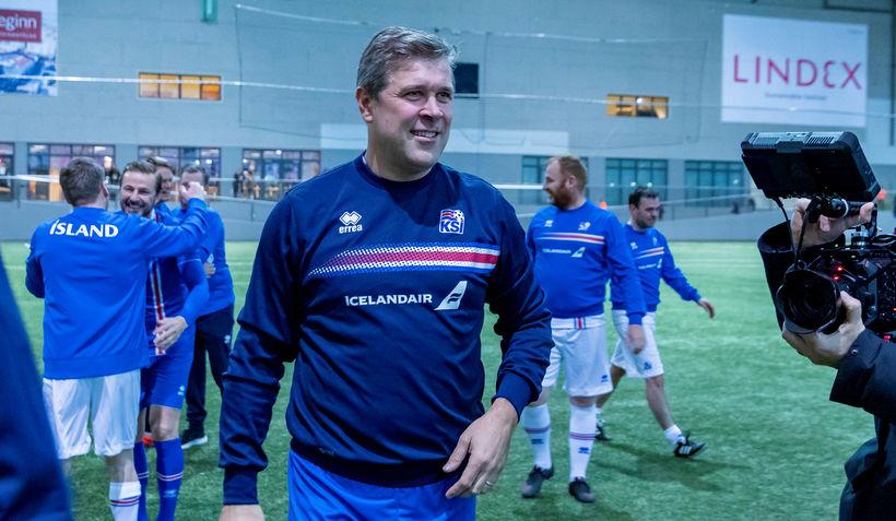 Bjarni Benediktsson fjármálaráðherra tognaði undir lok leiks.
