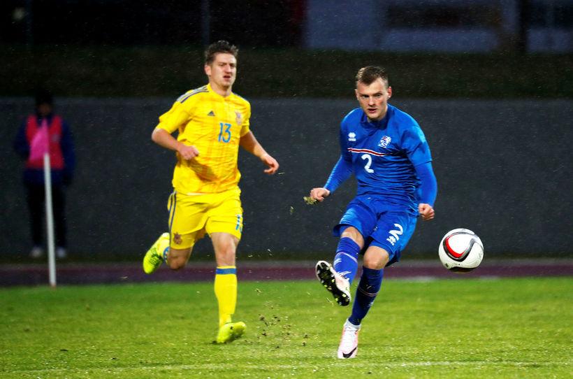 Adam Örn Arnarson í leik með U21 árs landsliðinu.