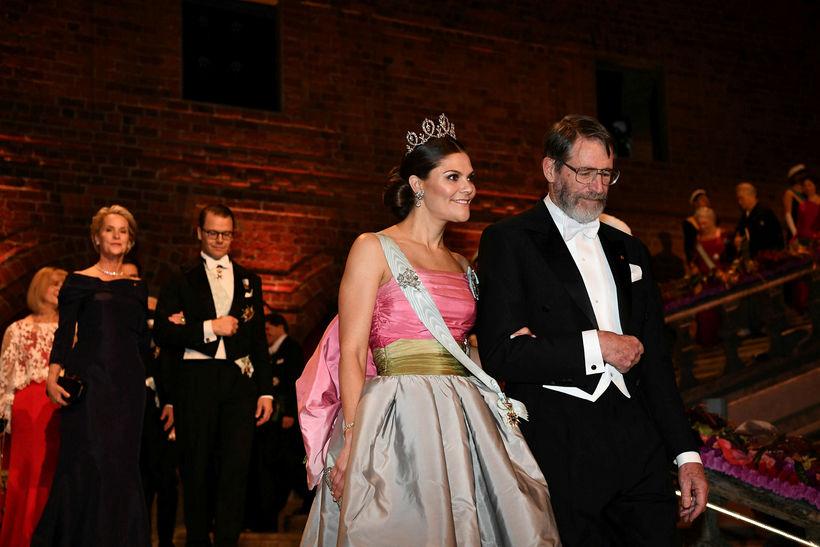 Victoría krónprinsessa klæddist kjól sem hún fékk úr fataskáp móður ...