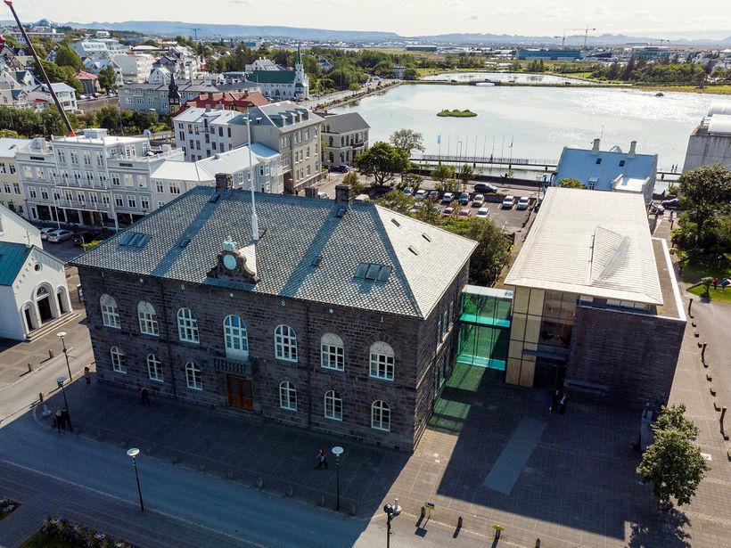 Stuðningur við ríkisstjórnina mælist 40,3% samkvæmt nýrri könnun MMR.