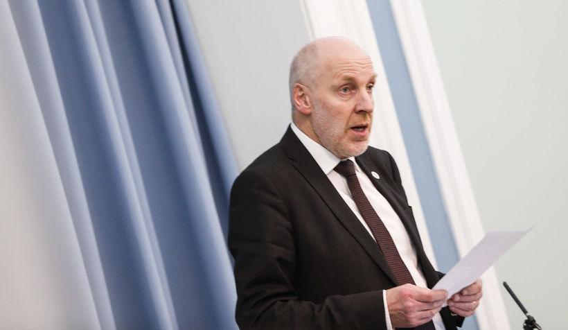 Steingrímur J. Sigfússon, forseti Alþingis, í ræðustól við upphaf þingfundar …