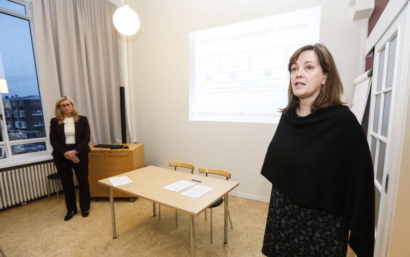 Svandís Svavarsdóttir heilbrigðisráðherra og Alma Möller landlæknir.