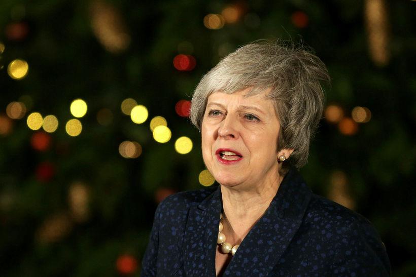 Theresa May stóð af sér vantrauststillögu í dag.