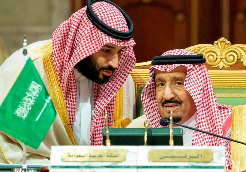 Mohammed bin Salman, krónprins Sádi-Arabíu (t.v.) með föður sínum Abdulaziz ...