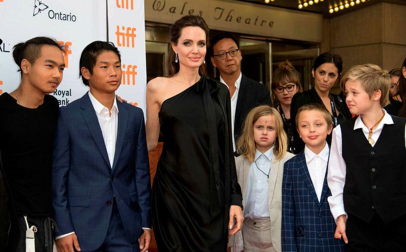 Maddox Chivan Jolie-Pitt, Pax Thien Jolie-Pitt, Angelina Jolie, Vivienne Marcheline ...