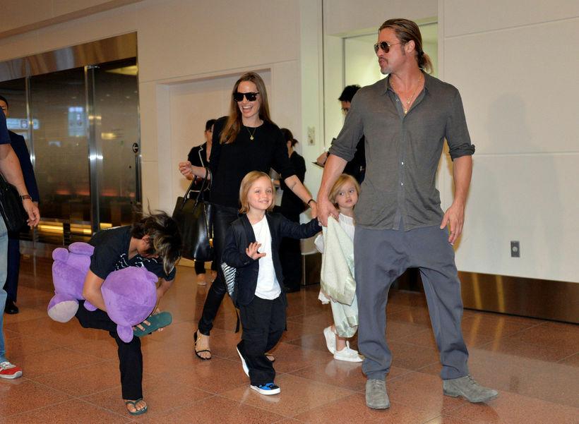 Brad Pitt og Angelina Jolie með börnum sínum árið 2013.