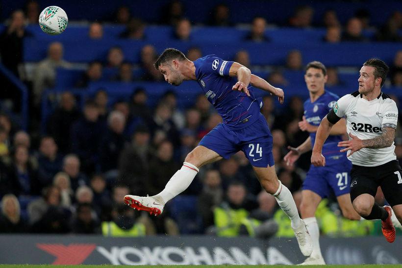 Gary Cahill í leik með Chelsea gegn Derby í deildabikarnum ...