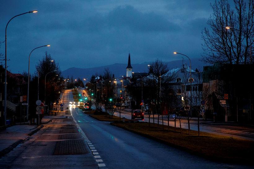 Svona var umhorfs við Lönguhlíð í Reykjavík á tíunda tímanum ...