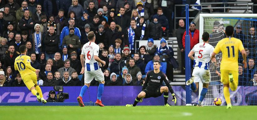 Hazard (númer 10) skorar hér mark sitt gegn Brighton í ...