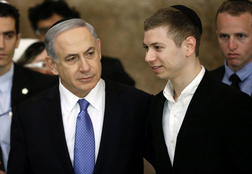 Feðgarnir Benjamin og Yair Netanyahu.