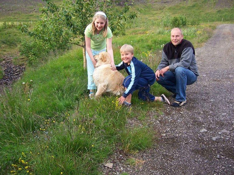 Aníta Rán og Einar Darri með föður sínum, Óskari.