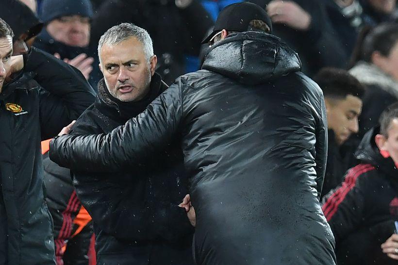 Hinn portúgalski þjálfari Manchester United, José Mourinho tekur hér í ...