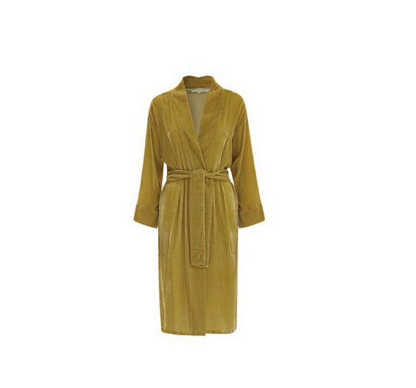 Gulur kimono frá Fabric Copenhagen. Hann kostar 59.000 kr. í ...
