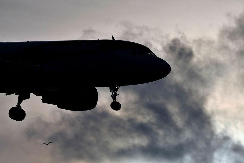 Heildarlosun íslenskra flugfélaga, innan EES-landa, var 820.369 tonn koltvísýringsígildi í ...