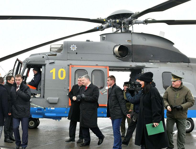 Petro Poroshenko, forseti Úkraínu, og innanríkisráðherrann, Arsen Avakov.