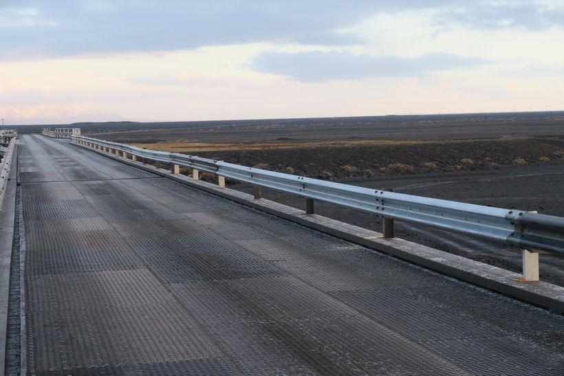Land Cruiser-jeppinn keyrði fram af brúnni Súlu yfir Núpsvötn 27. ...