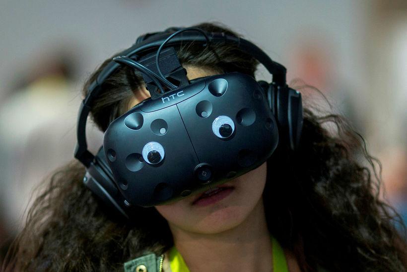 Kona mundar FLIR VR-gleraugun á CES í Las Vegas.