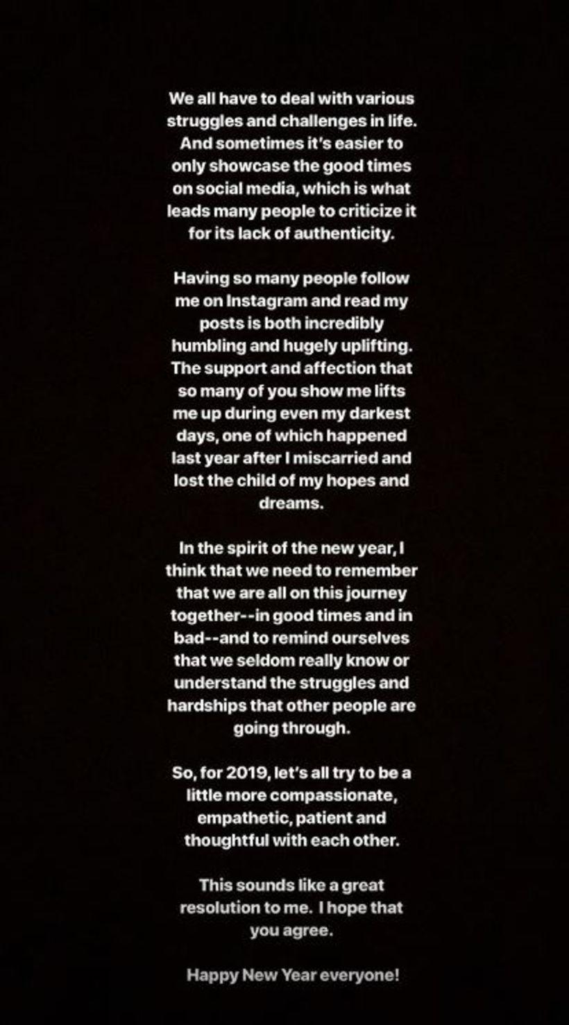 Shay Mitchell birti skilaboð á Instagram á nýju ári.