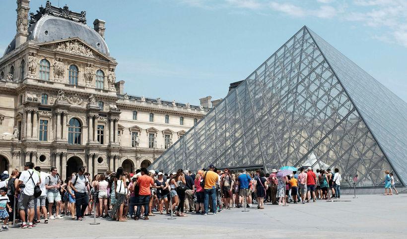 Um 10,2 milljónir manns heimsóttu Louvre-safnið í París í fyrra ...