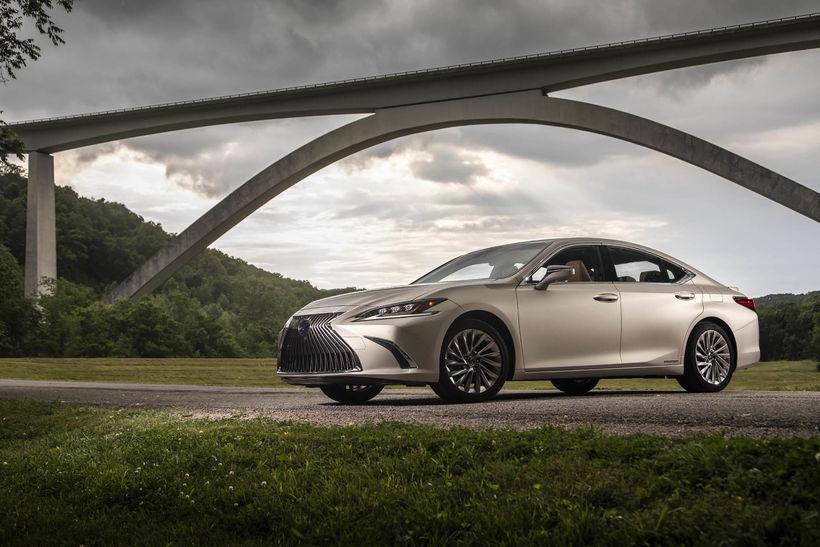 Lexus ES verður nú fáanlegur í Evrópu í fyrsta sinn. ...