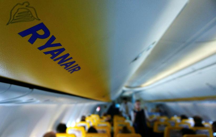 Úr flugvél írska flugfélagsins Ryanair.