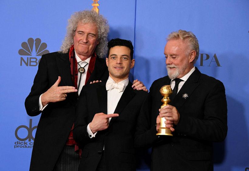 Leikarinn Rami Malek sést hér með tveimur úr hljómsveitinni Queen, ...