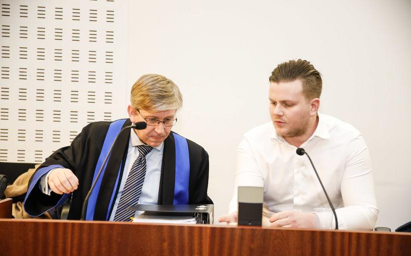Hákon Örn Bergmann ásamt verjanda sínum í Héraðsdómi Reykjavíkur í ...