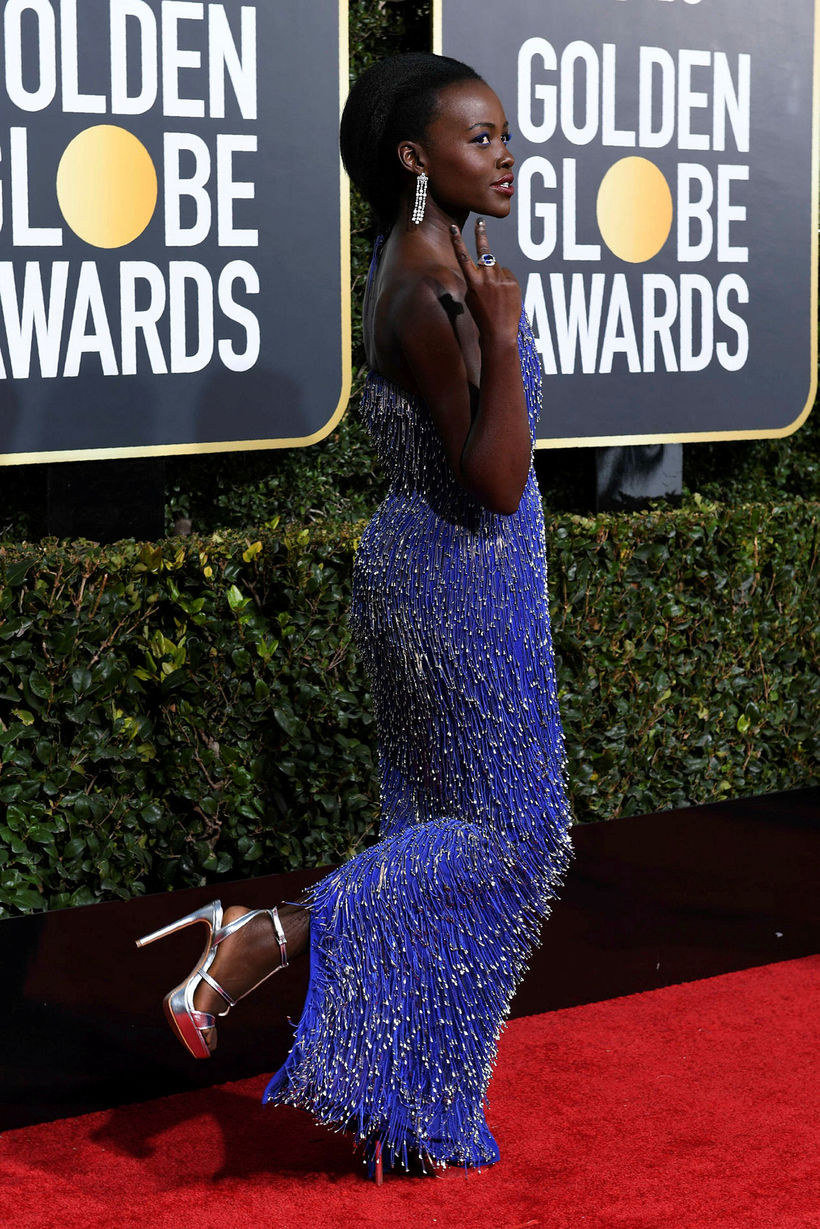 Lupita Nyong'o í silfruðu hælunum.