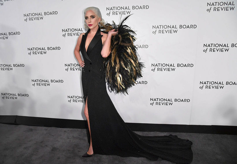 Lady Gaga með fjaðrirnar.