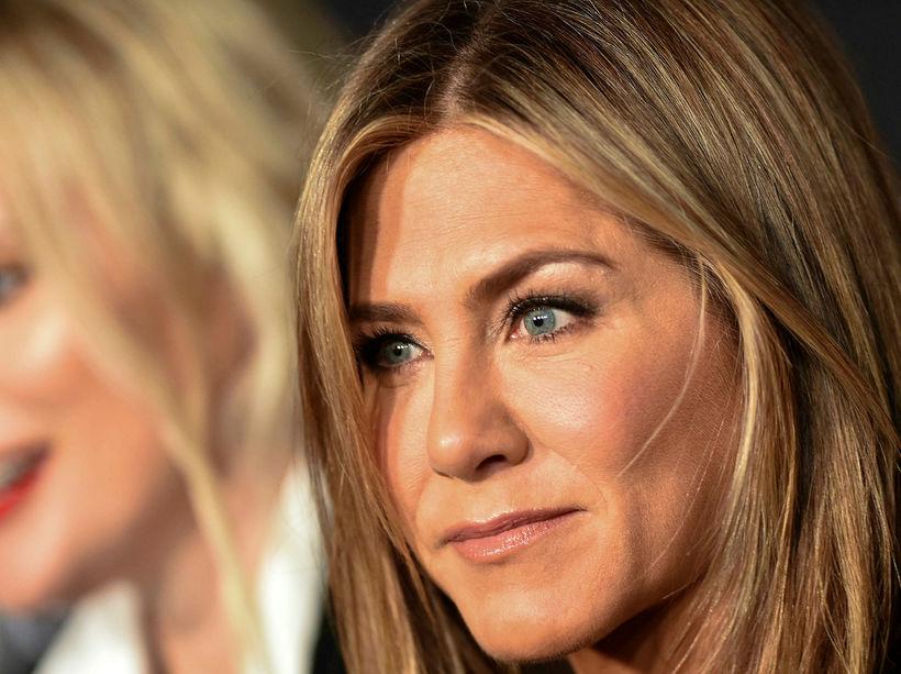 Jennifer Aniston fór út fyrir þægindaramman þegar hún söng lag ...