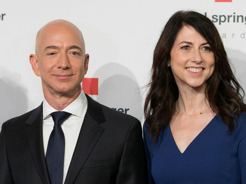 Jeff Bezos ásamt MacKenzie Bezos. Hjónin standa í skilnaði.