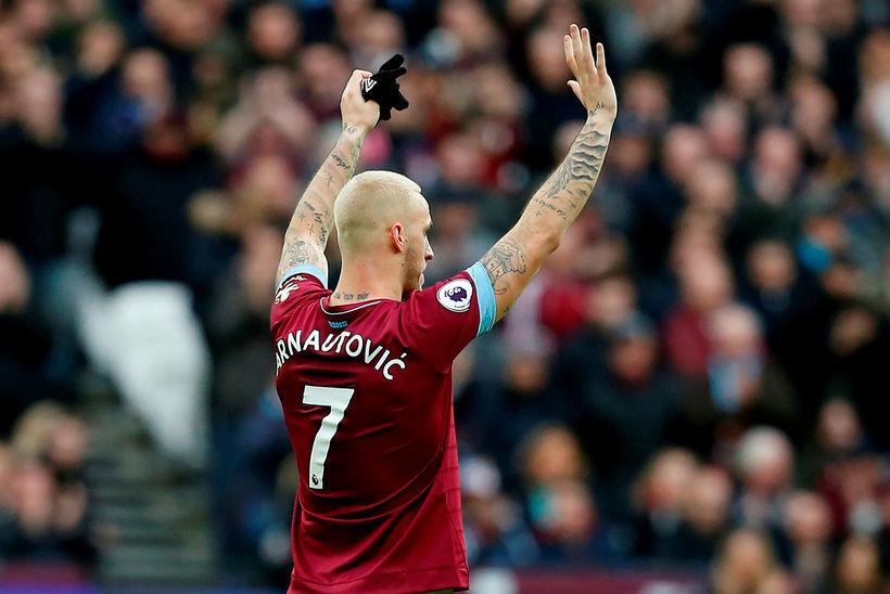 Marko Arnautovic veifaði bless til stuðningsmanna West Ham áður en ...