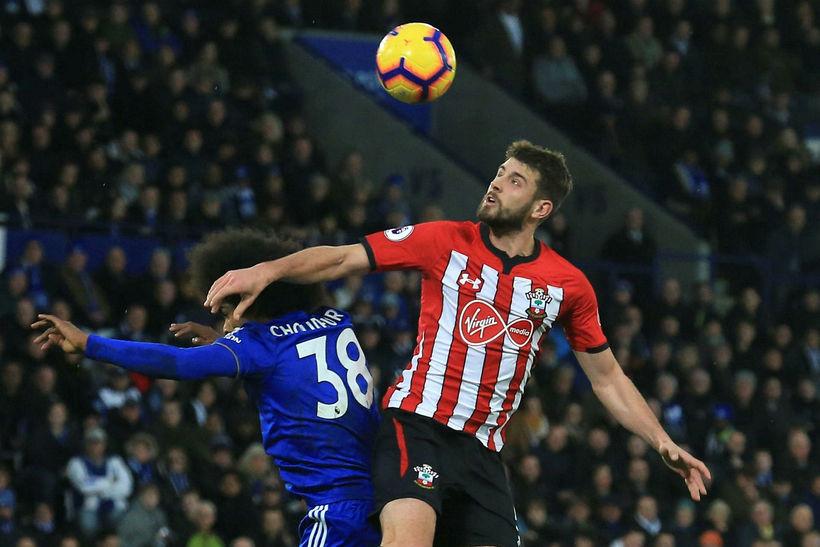 Southampton er komið upp úr fallsæti eftir sigur á Leicester.
