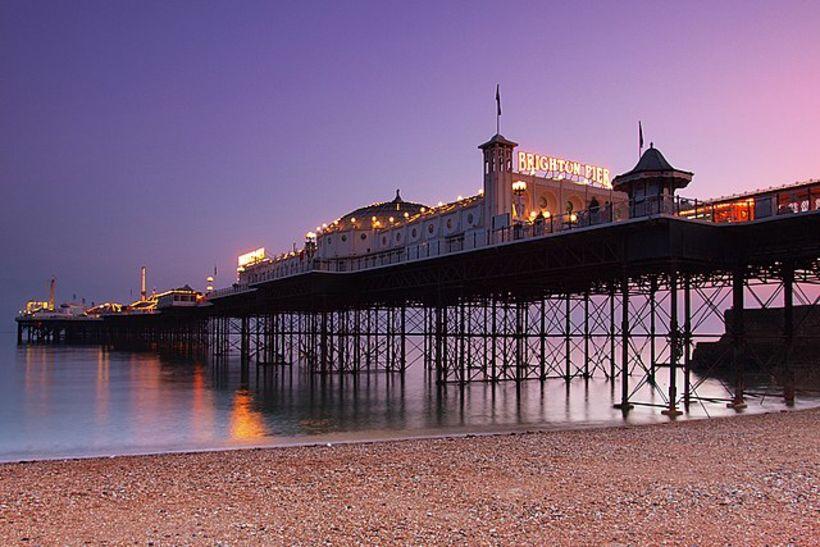 Brighton Pier er helsta kennileiti Brighton.
