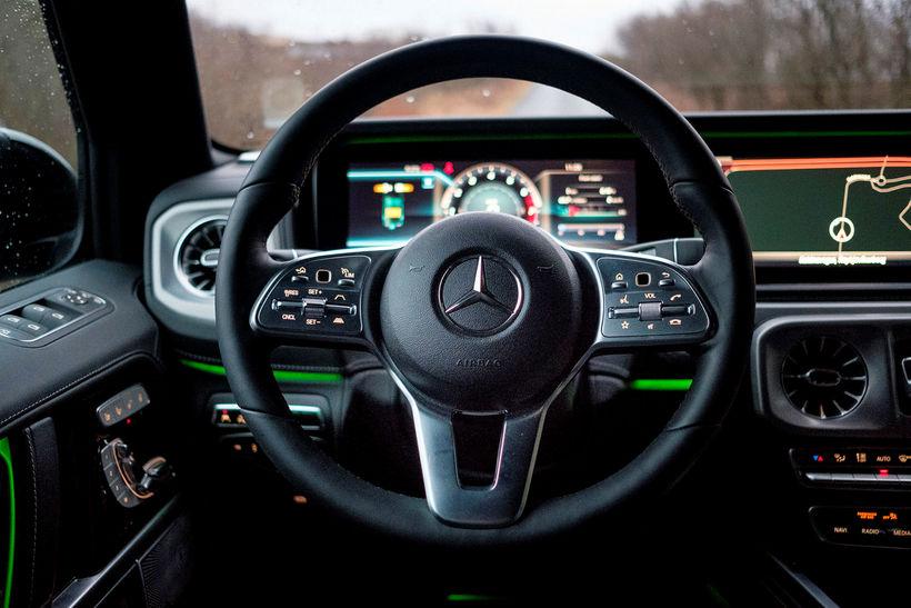 Mælaborðið í Mercedes Benz G-Class er með þvi flottasta sem ...