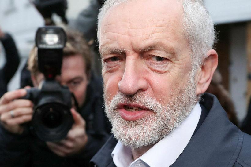 Jeremy Corbyn, leiðtogi Verkamannaflokksins sem er stærsti stjórnarandstöðuflokkurinn, lagði fram ...