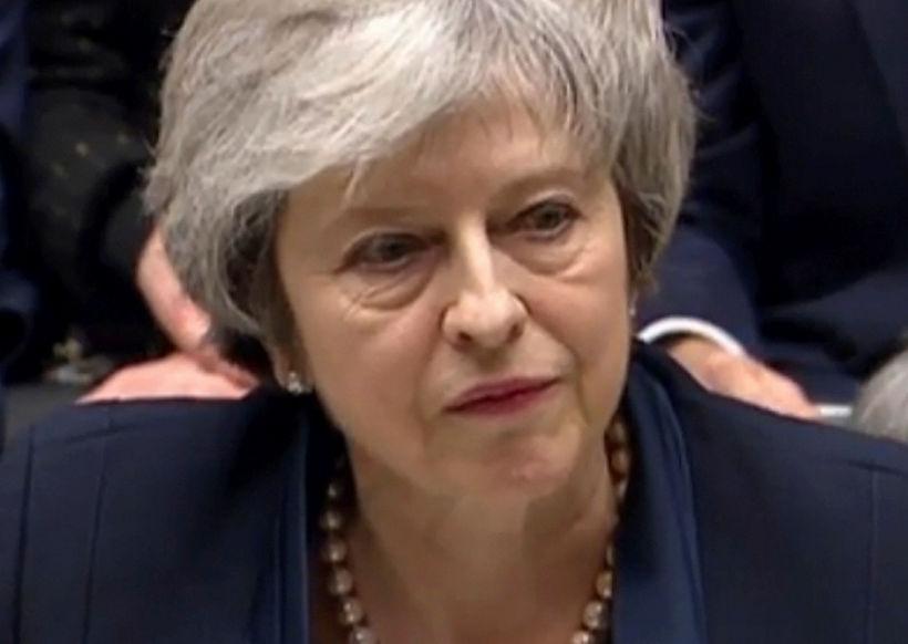 Theresa May hyggst standa af sér vantrauststillöguna.